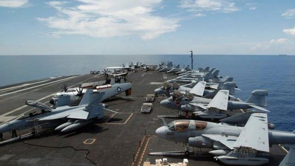中國在有爭議的南沙群島擴大島礁後,美國海空軍加強了在南海的巡航和演習