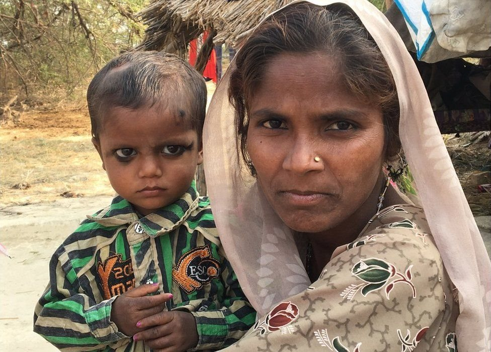 Khazanchi Nath dan ibunya Sarvesha Devi.