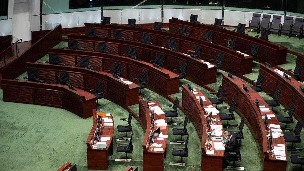 香港立法會議事廳泛民主派議員席位空置(12/11/2020)