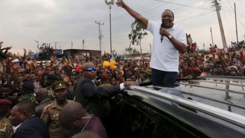 رئيس كينيا في حشد من أنصاره (أرشيف)
