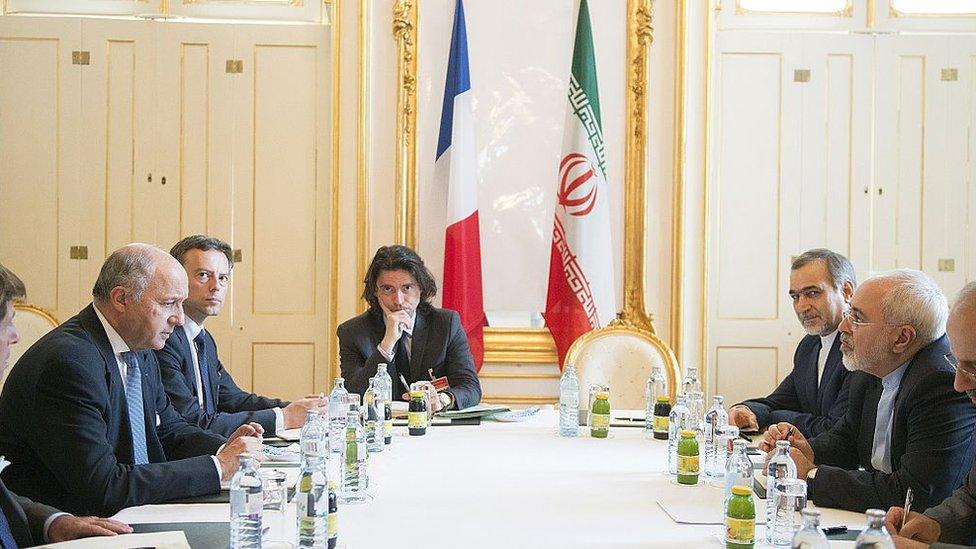 وزير الخارجية الفرنسي لوران فابيوس يلتقي بنظيره الإيراني محمد جواد ظريف في فيينا، النمسا في 2 يوليو/تموز 2015