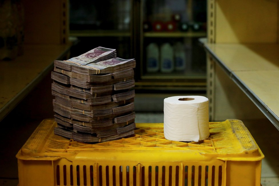 A toilet roll next to 2,600,000 bolivars