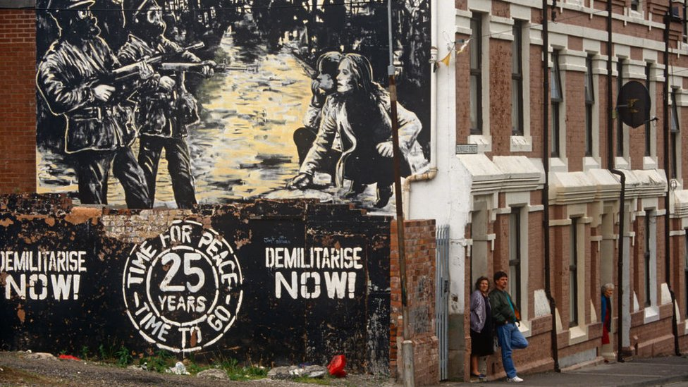 Mural republicano en un barrio católico de Belfast