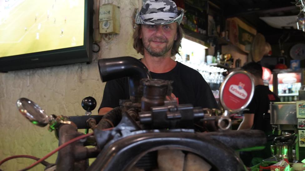 Točilica za pivo napravljena od spaček motora
