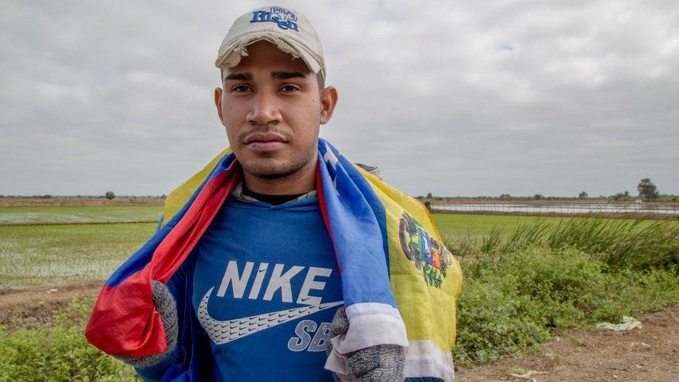 Los venezolanos emigran por tierra hasta países como Perú y Chile, que quedan a miles de kilómetros de distancia.