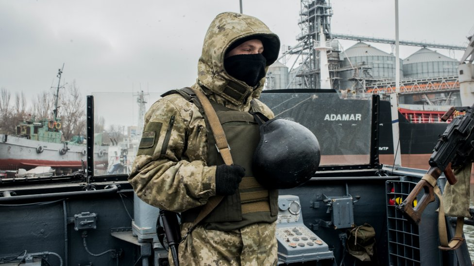 A Ukrainian soldier mans the machine-gun of a vessel on the Azov Sea on November 28, 2018 in Mariupol, Ukraine