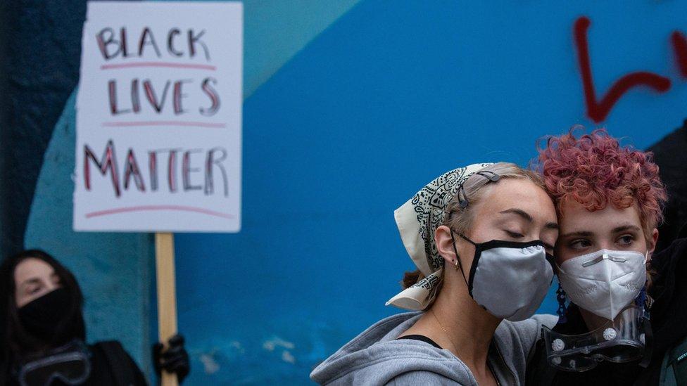 Demo di depan kantor polisi di Seattle, negara bagian Washington.