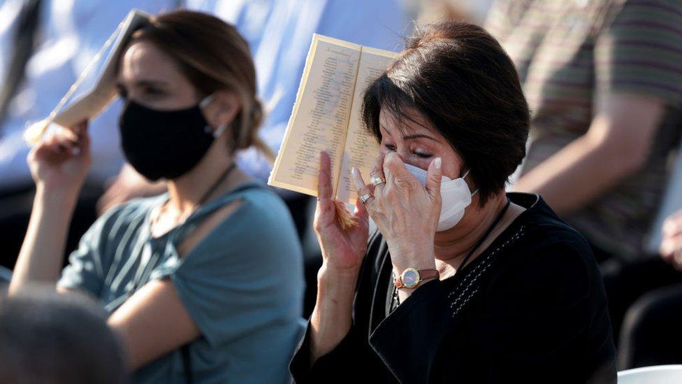 Mujer llorando, Pentágono.