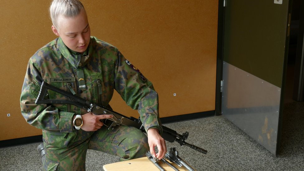 Saara Piitulainen en el cuartel de Huovinrinne.