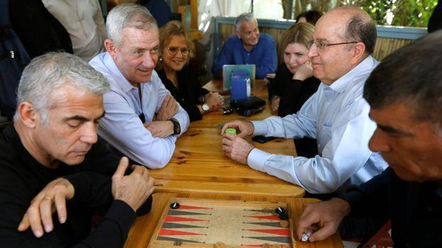 Eski genelkurmay başkanları Moşe Yaalon ve Gabi Aşkenazi de Mavi ve Beyaz ittifakına katıldı