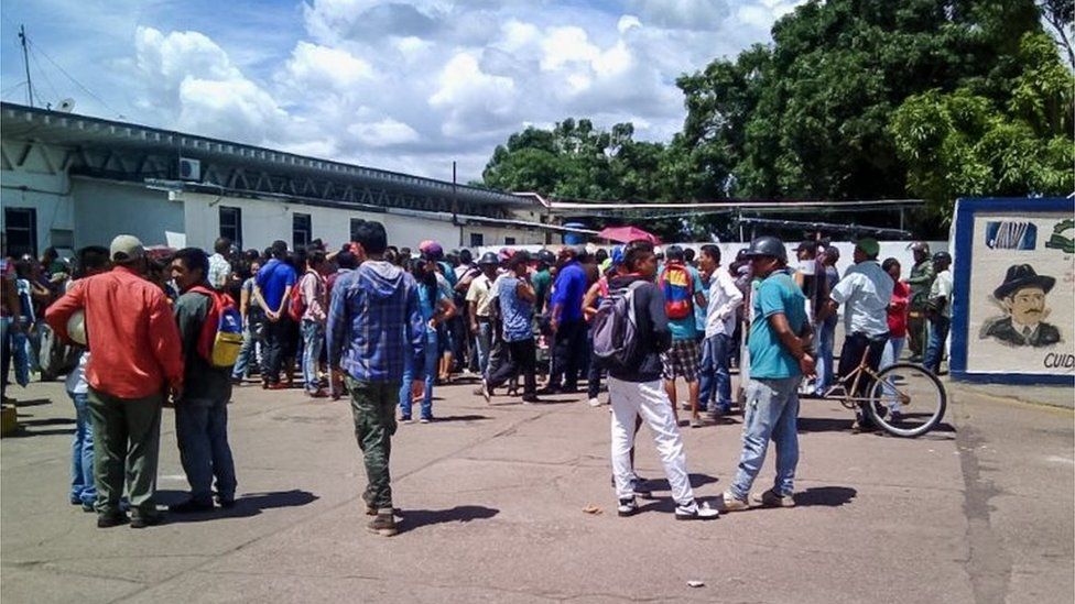 People arrive to the Jose Gregorio Hernandez Central Hospital building seeking information about their relatives after authorities led a raid on a prison in Puerto Ayacucho, Venezuela, 16 August 2017.