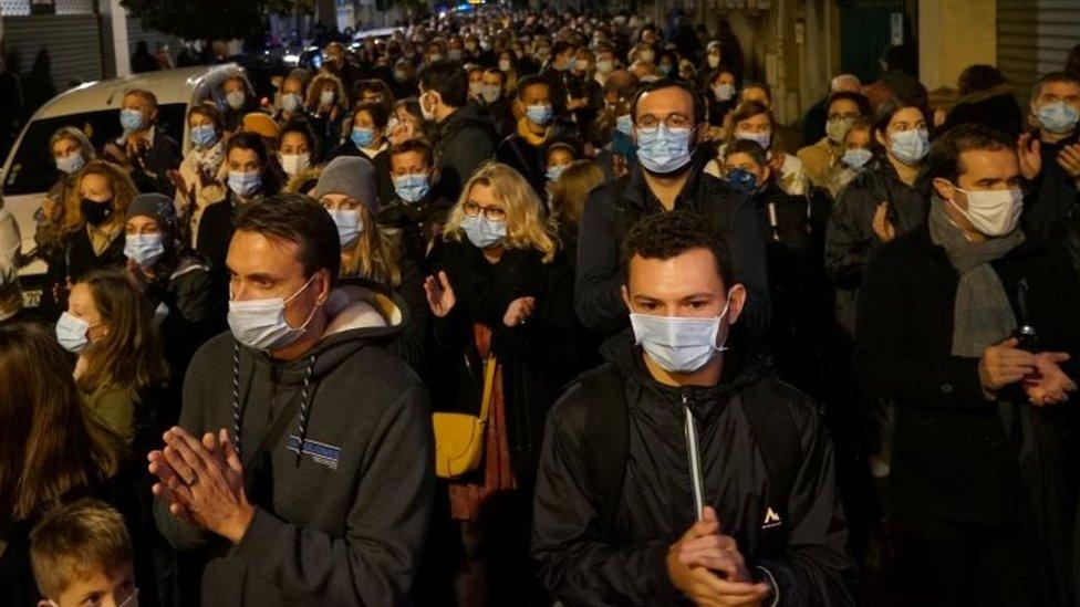 Ljudi na protestu