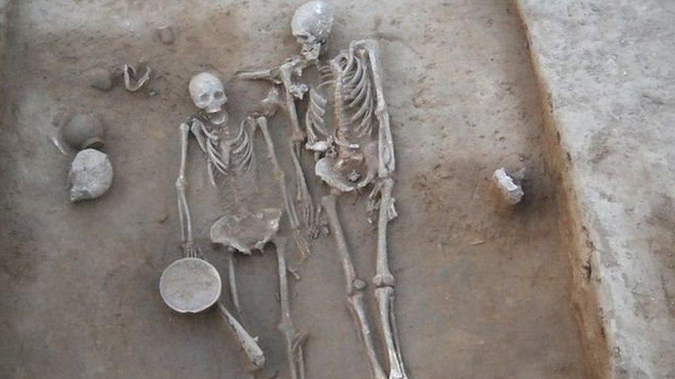 हड़प्पा काल में दफ़न 'प्रेमी जोड़े' के कंकाल ने खोले कई राज़