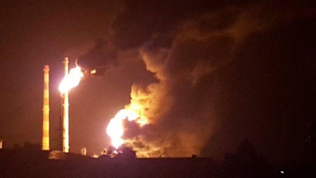 Вісім людей постраждали через вибух на нафтопереробному заводі у Німеччині