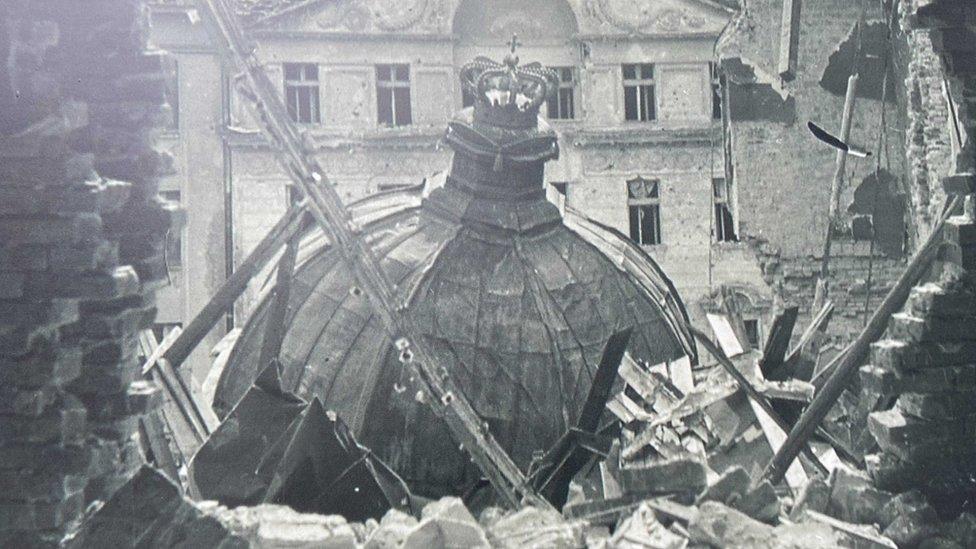Deo Starog dvora u Beogradu, posle bombardovanja 6. aprila 1941. godine
