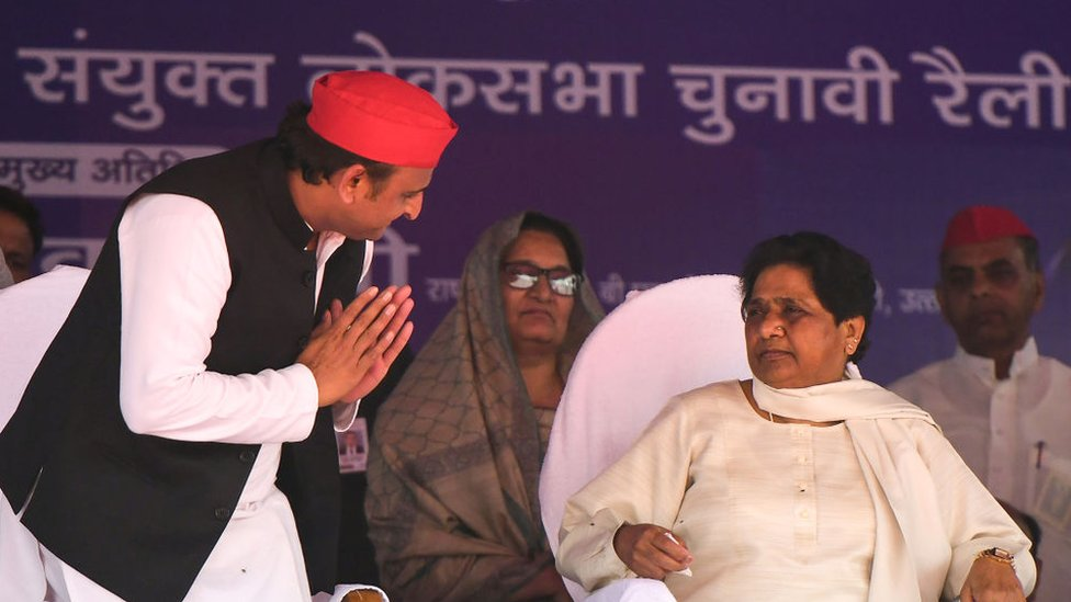 Indian Samajwadi Party (SP) president Akhilesh Yadav (L) gestures to Bahujan Samaj Party (BSP) president Mayawati (R) at the SP-BSP-RLD alliance's first joint rally in Deoband in Uttar Pradesh state on April 7, 2019.