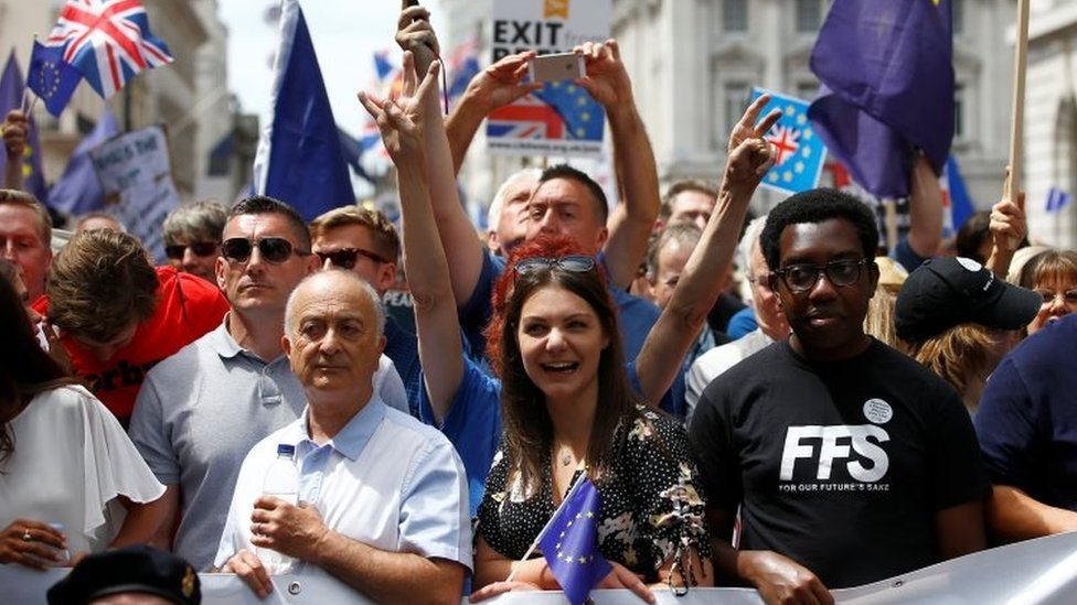 Brexit: Marchers demand final Brexit deal vote