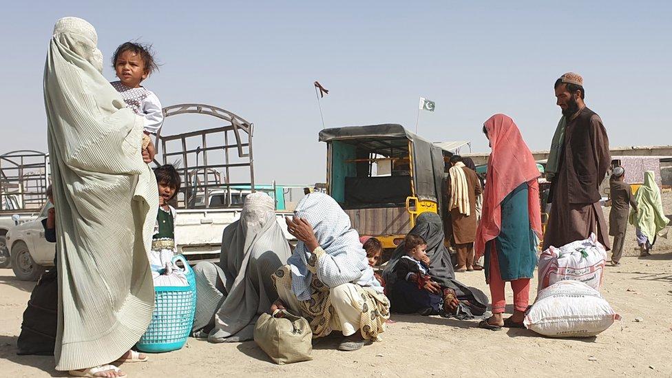 Una familia afgana en la frontera con Pakistán, 27 de agosto de 2021