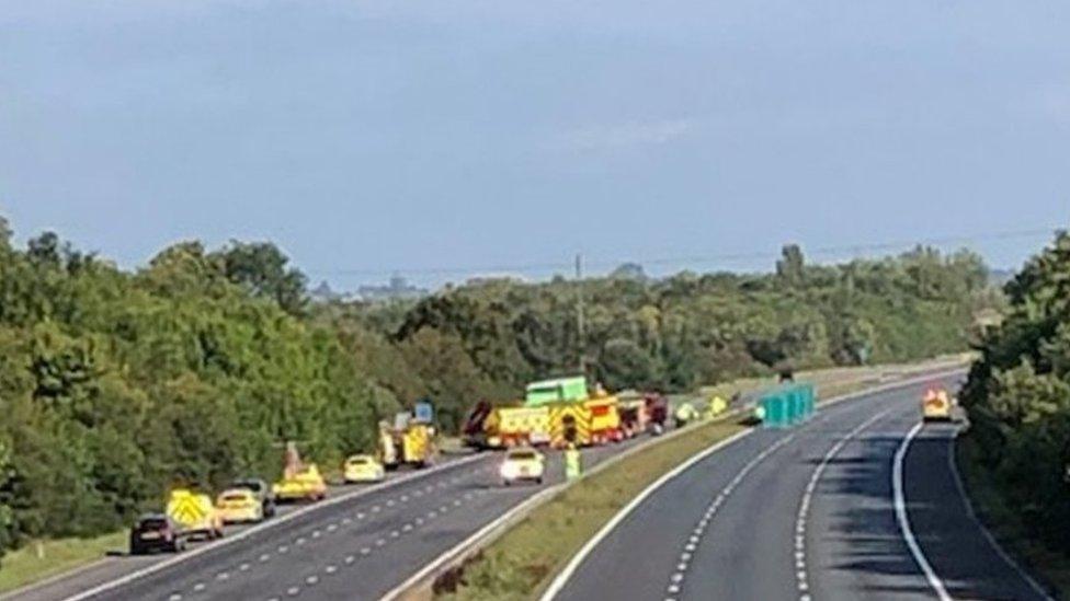 M5 crash: Motorway closed in Gloucestershire thumbnail