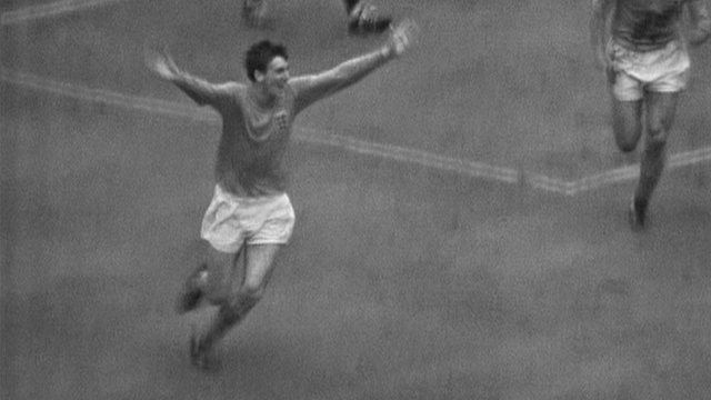 1966 World Cup Final: Martin Peters volleys England in front