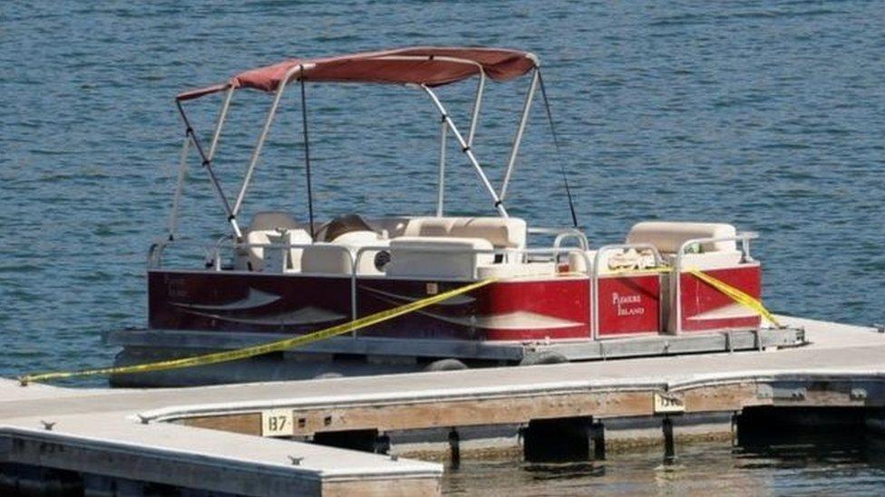里維拉和兒子租用的小船