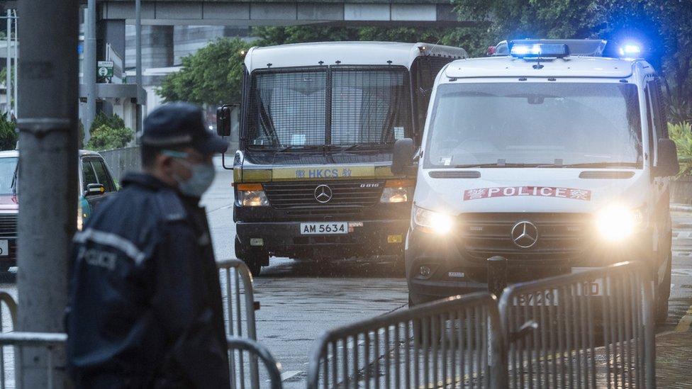 載著唐英傑的監獄囚車抵達香港最高法院大樓(30/7/2021)