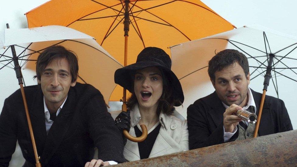 """Ejdrijan Brodi, Rejčel Vajs i Mark Rafalo u filmu """"Braća Blum"""""""