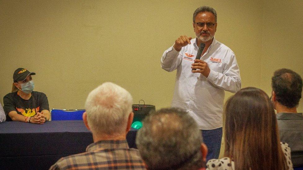 El candidato Abel Murrieta en campaña