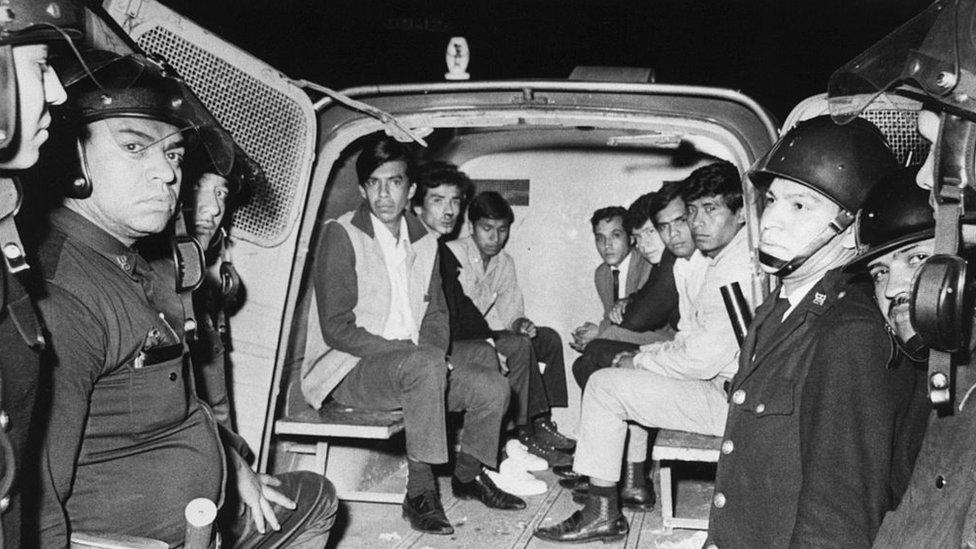 Los sucesos en Tlatelolco desmovilizaron al movimiento estudiantil que, luego, sufrió el halconazo.