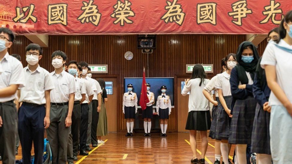當局在香港的學校加入更多國家意識的教育。