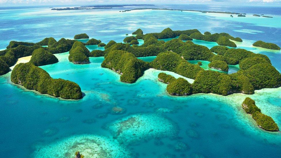Vista aérea de unos islotes de Palaos.