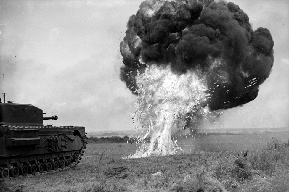 El cocodrilo lanzallamas, el más temido de los vehículos inventados por Percy Hobart.