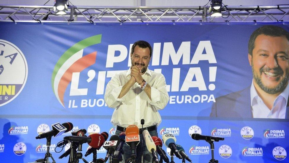 يشكل ماتيو سالفيني رأس حربة تحالف جديد للجناح اليميني الذي يمثل القوميين في عموم أوروبا