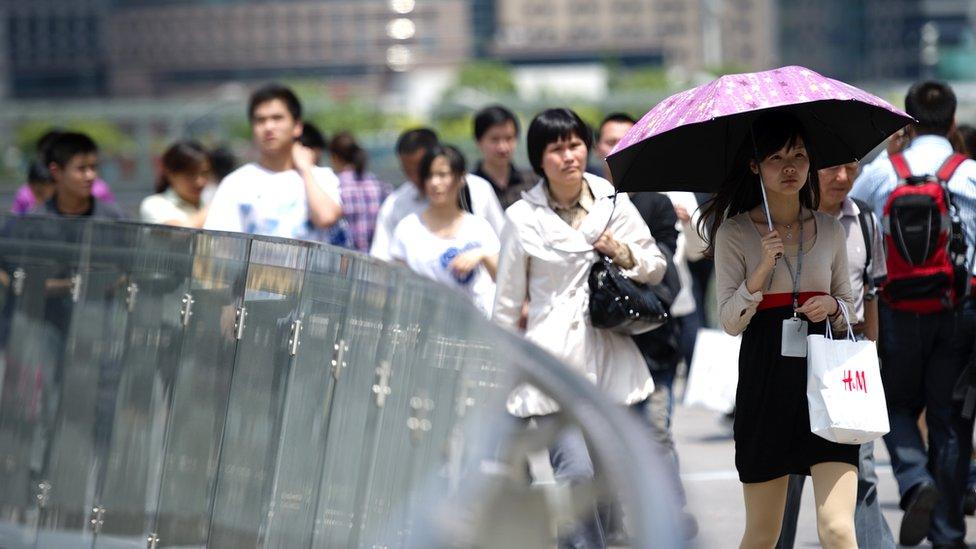 Trabajadores en el distrito financiero de Shangai.