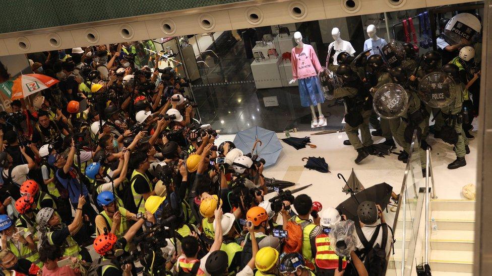 沙田的警民衝突造成20多人受傷。