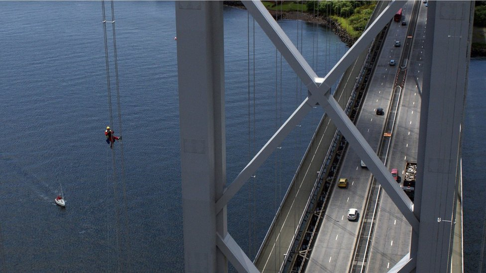 El puente colgante de Forth Road, cerca de Edimburgo, es el lugar favorito de Paul Smith para trabajar.