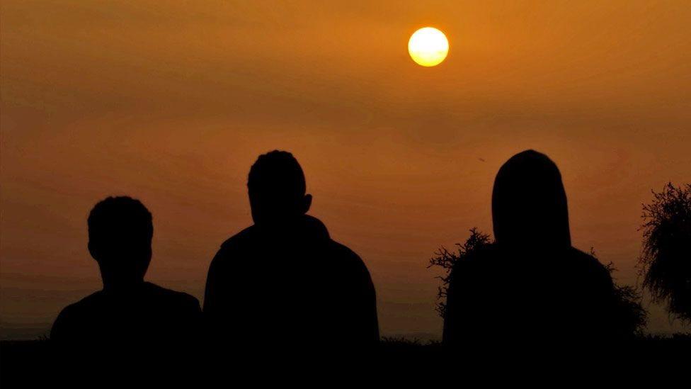 ثلاثة أشخاص