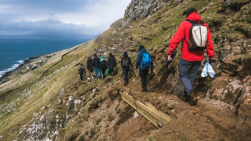 Uska i opasna staza na jednom od brda