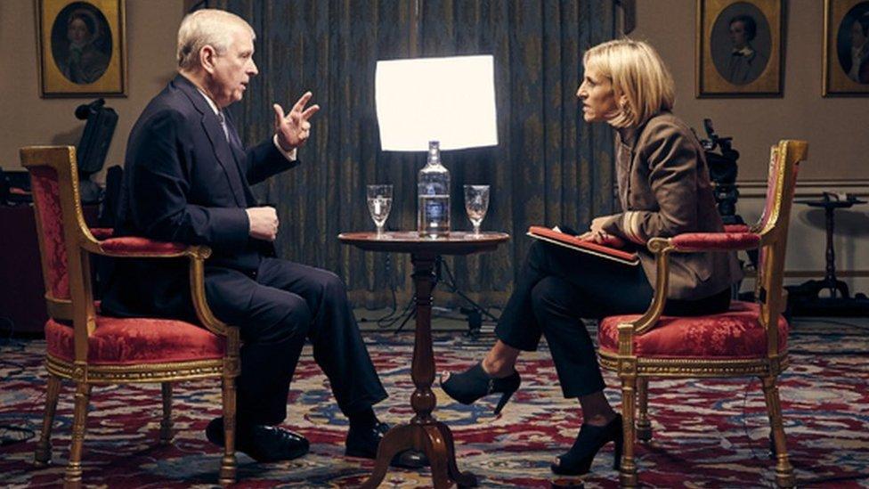 El príncipe Andrés hablando con la periodista de la BBC Emily Maitlis