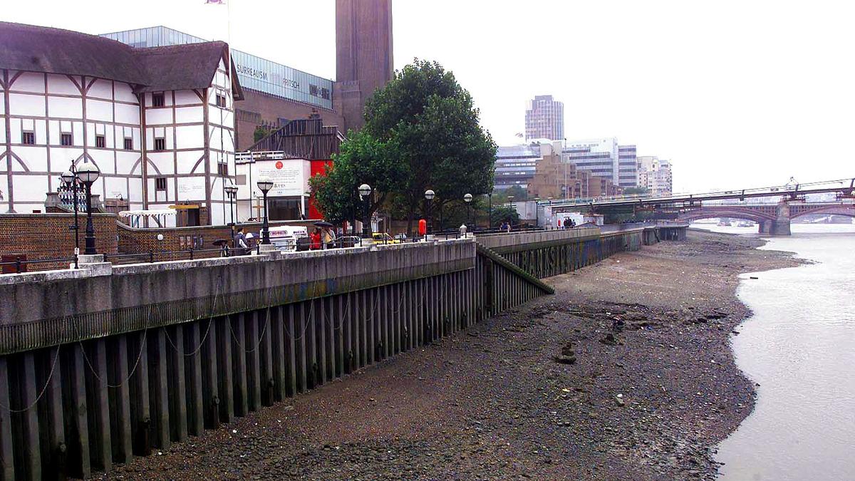Imagen del lugar en el Támesis, cerca del famoso Globe Theatre de Londres, donde fue hallado el torso