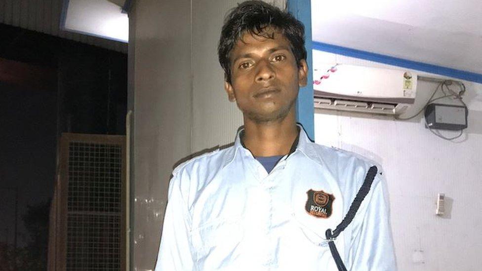 मोदी की 'चौकीदारी' पर बोले असली चौकीदार: बेरोज़गार हूं साहब, इसलिए चौकीदार हूं