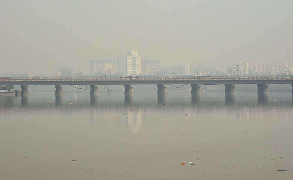 Traffic is pictured on a bridge over the Sabarmati River during heavy smog conditions in Ahmedabad on February 5, 2019.