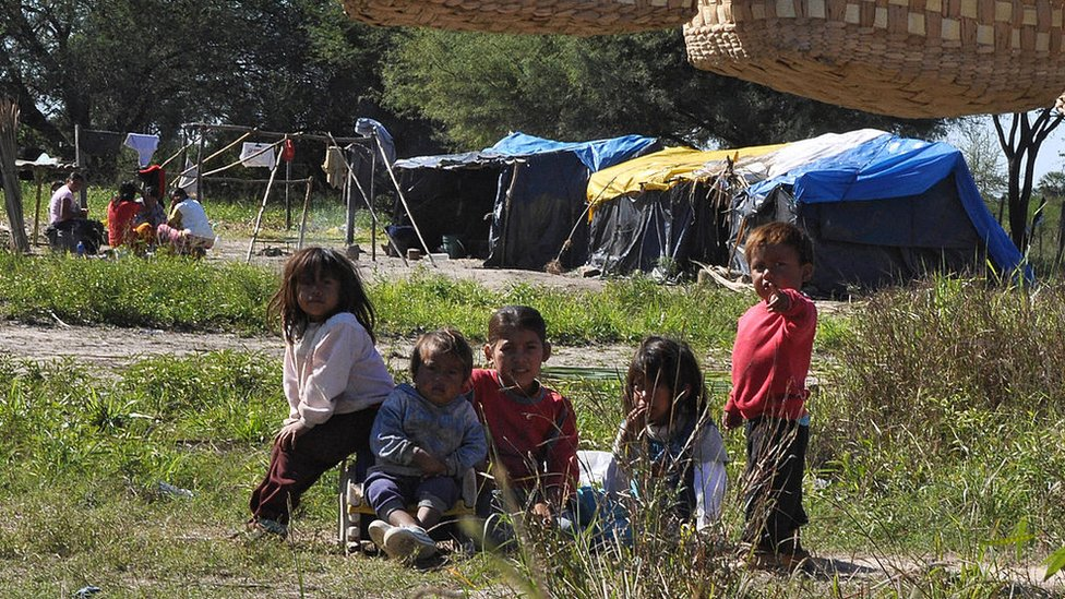 Niños de la tribu Toba Qom en Asunción, Paraguay, 2009
