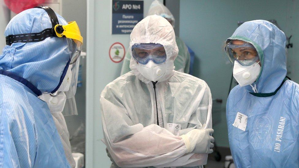 Коронавирус в России: власти заявляют об интенсивном росте заболеваемости
