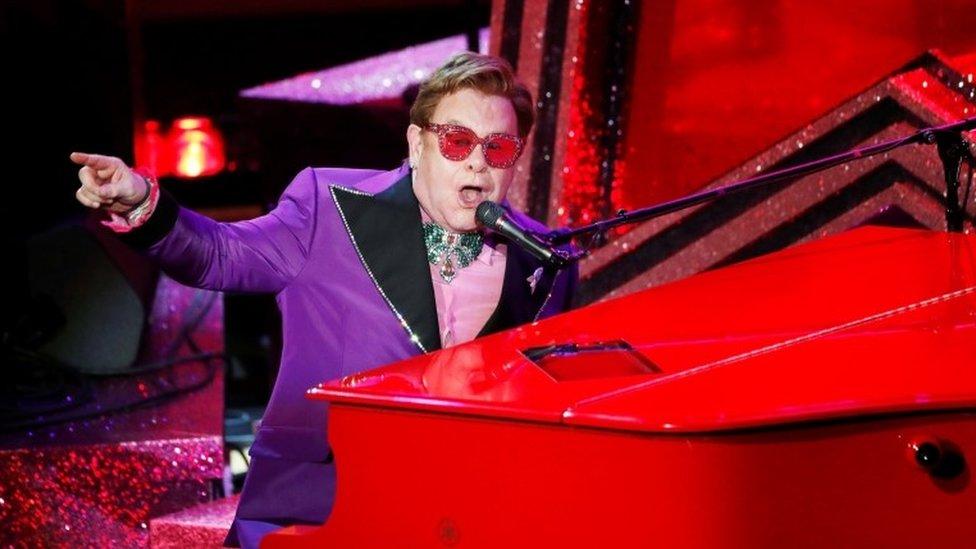 Elton John en un concierto en Los Ángeles.