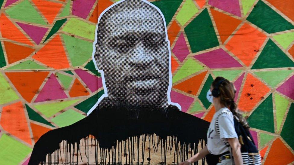 Un mural de George Floyd