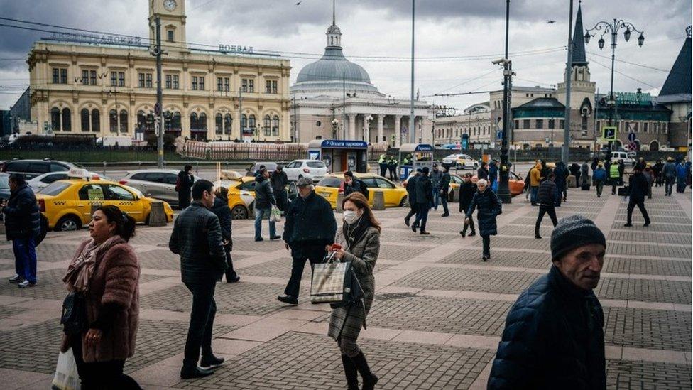 Transeuntes en Moscú