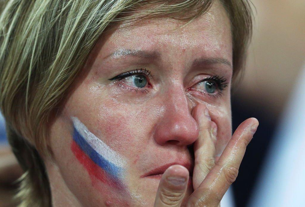 Pendukung Rusia menangis setelah laga melawan Kroasia