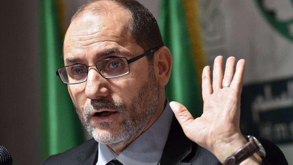 يسعى الزعيم الإسلامي عبد الرزاق المقري إلى تأمين دور لحزبه الإدارة الانتقالية قبل الانتخابات