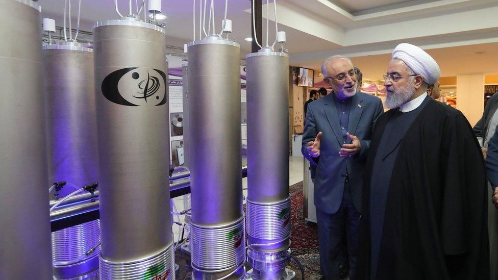 الرئيس الإيراني في زيارة لمنشأة نووية